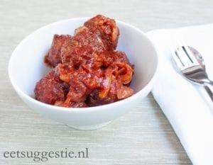 vegetarische gehaktballetjes in tomatensaus