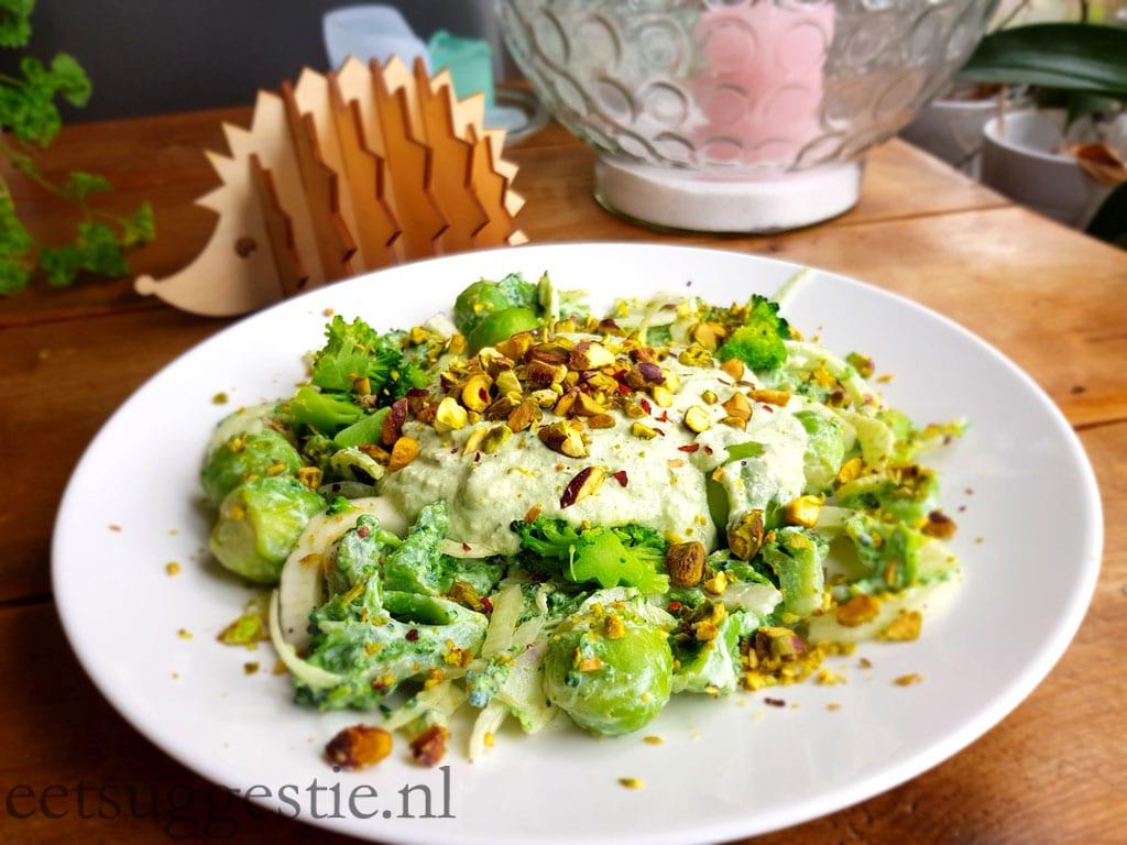 Vegetarische groentesalade gemaakt door eetsuggestie.nl