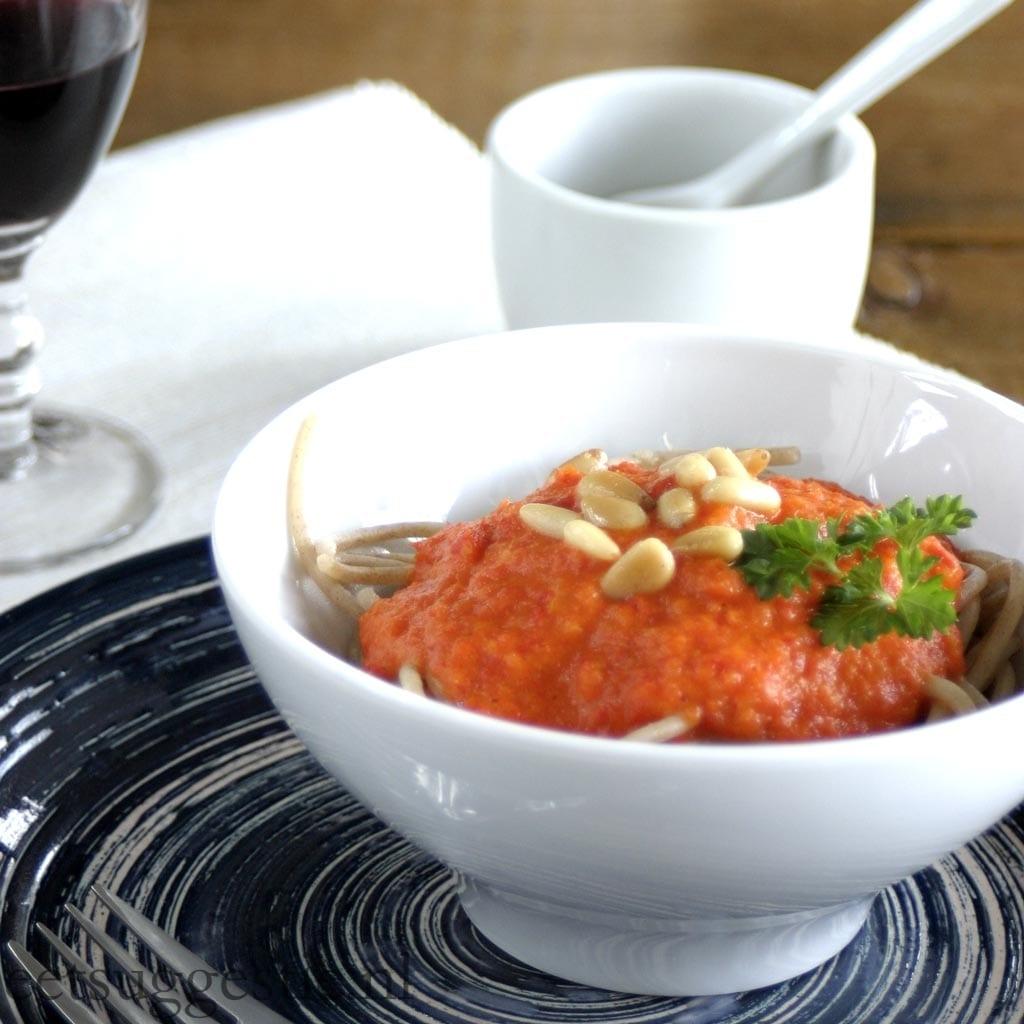 Vegetarische spaghetti met verse paprikasaus